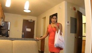 Hot Asian girlfriend comes domicile to a horny man