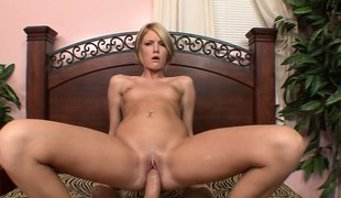 Bluff haired blondie lubes her fellow close to by licking his subrigid save for