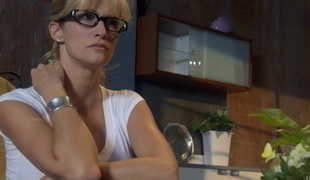 Alana Evans wants this consolidated jugs cock-teaser close to eat her cookie