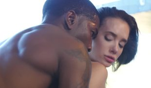 Interracial action by slender white babe and muscled dark guy