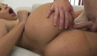 Curvy ass chick copulates her stepdad and his dick delivers joy