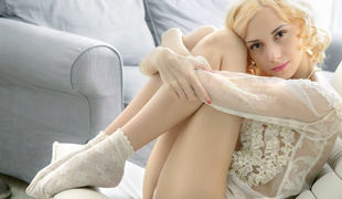 Lithe Golden-haired Solo Video - BeautyAngels