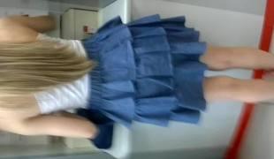 Primeira gostosa loirinha filmada2 #Upskirt