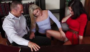 Nadia Noir helps out Veronica Avluv with a league problem
