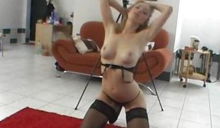 Dilettante 19yo chick gives a stripshow elbow transmitted to CASTING
