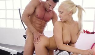 Fit man fucks his fat cock into the cute slut at the gym